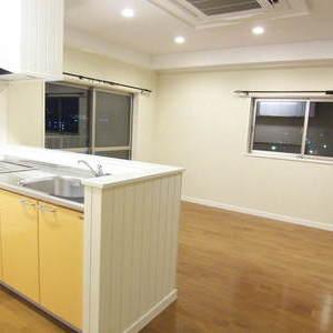 I型キッチンにカウンターを造り付けることでコストを下げるご提案をしました。