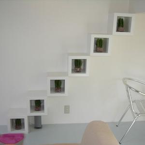 神戸市垂水区、省スペース化を計るため飾り棚を階段として使用することにしました。