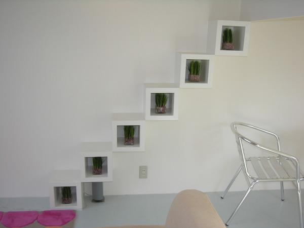 神戸市垂水区、省スペース化を計るため飾り棚を階段として使用することにしました。のサムネイル